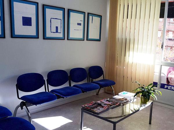 sala d'espera Opció Dental Cliniques odontologia i ortodòncia a Lleida